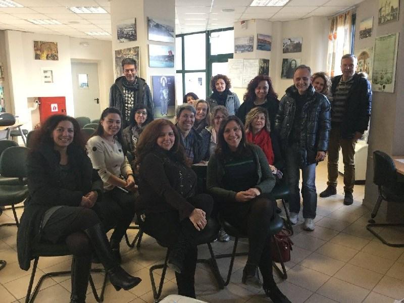 Οι εκπαιδευόμενοι με την εισηγήτρια
